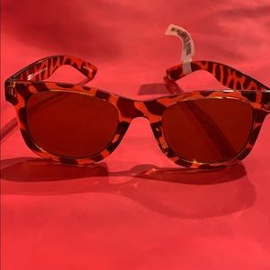 Kids leopard print sunglasses